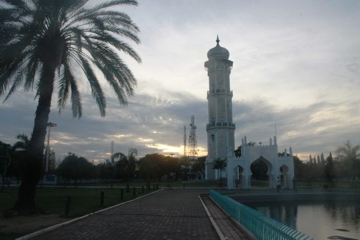 Menara Mesjid Raya Aceh di Pagi Hari